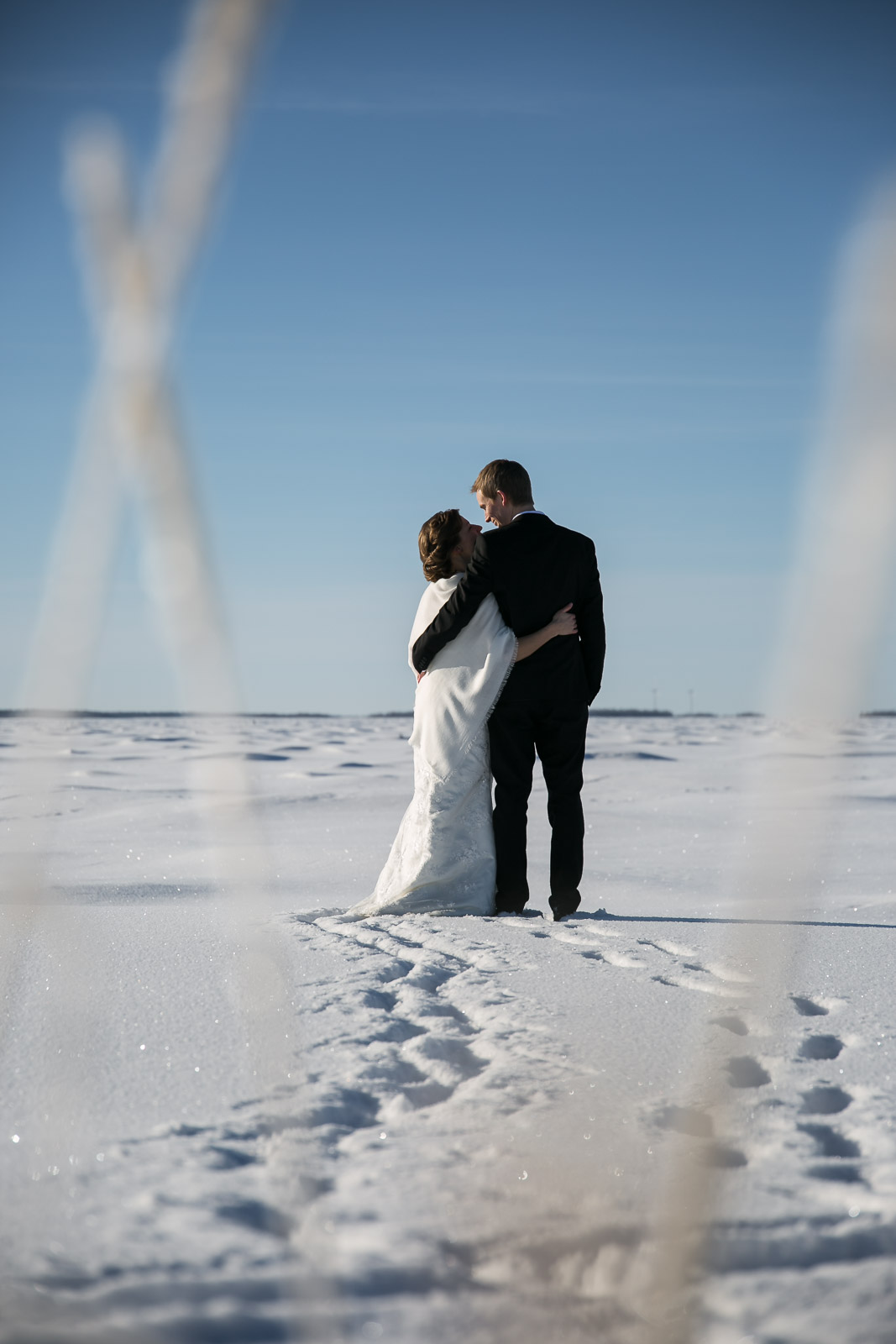 Winter wedding photo session in Oulu, Finland | Thais FK