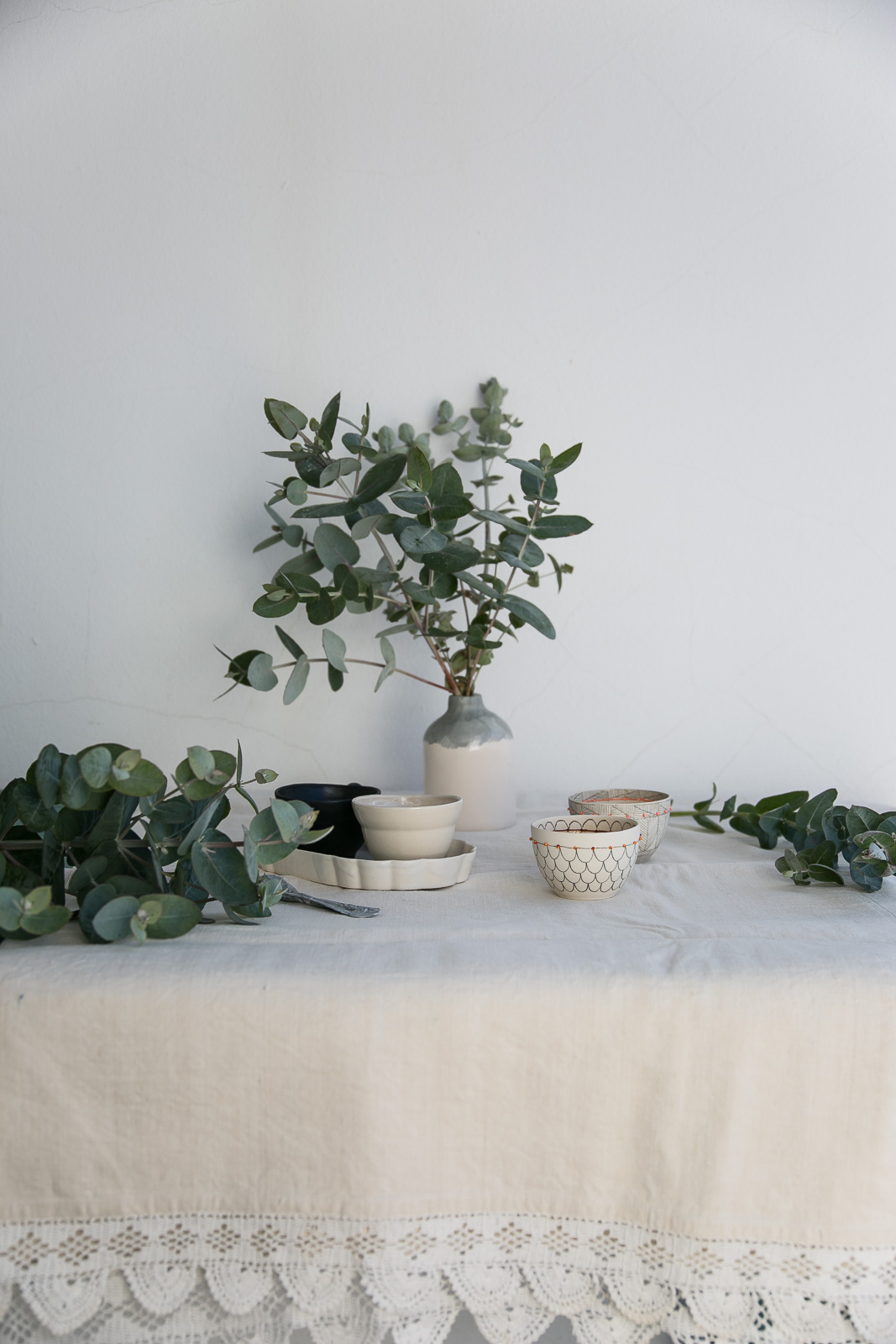 Anna Westerlund ceramics & Eucalyptus | Styling & Photo by Thais FK